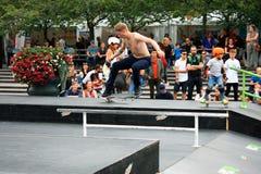 Концепция битника образа жизни скачки Skateboarding мальчика Стоковые Изображения RF