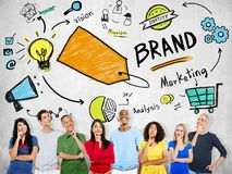 Концепция бренда маркетинга планирования разнообразных людей думая стоковые фото