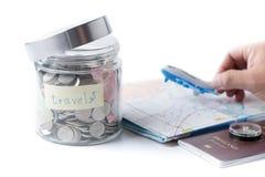 Концепция бюджета перемещения сбережения денег перемещения в стеклянном опарнике Стоковое фото RF