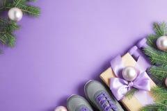 Концепция ветвей тапок гантелей состава спорта рождества стоковая фотография rf