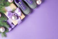 Концепция ветвей тапок гантелей состава спорта рождества стоковое фото rf
