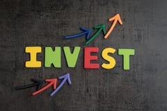 Концепция вклада фондовой биржи или имущества, стрелки указывая вверх как Стоковые Фотографии RF