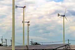 Концепция возобновляющей энергии, панели солнечных батарей силы Eco стоковое фото