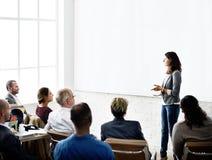 Концепция встречи семинара команды дела слушая стоковое изображение rf
