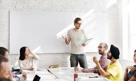 Концепция встречи тренировки диктора семинара слушая Стоковые Изображения RF