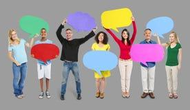 Концепция выражения пузырей речи мнения друзей группы Стоковая Фотография