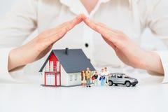 Концепция в реальном маштабе времени предохранения от автомобиля дома страхования Стоковая Фотография