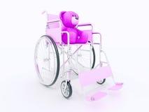 Концепция гандикапа ребенка: коричневый плюшевый медвежонок в кресло-коляске Стоковые Изображения