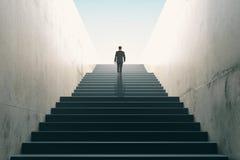 Концепция гоноров с лестницами бизнесмена взбираясь Стоковые Изображения RF