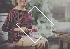 Концепция графика символа значка женщины сидя усмехаясь стоковые фотографии rf