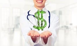 Концепция делать денег представила женской выставкой работника медицины Стоковое Изображение