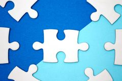 Концепция дела руководства - зигзаг на голубой предпосылке геометрии Стоковое Изображение