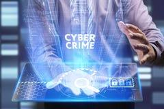 Концепция дела, технологии, интернета и сети Молодой бизнесмен работая на виртуальном экране будущего и видит стоковая фотография rf