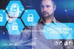 Концепция дела, технологии, интернета и сети Молодой бизнесмен стоковое изображение rf