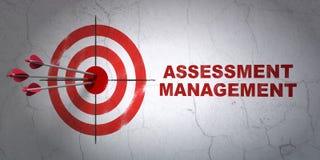 Концепция дела: управление цели и оценки на предпосылке стены стоковые изображения rf