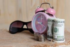 Концепция денег сбережений идет путешествовать стоковые фотографии rf