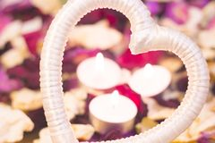 Концепция дня StValentine с горящими свечами Стоковое фото RF
