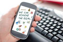 Концепция достижения цели на smartphone стоковая фотография