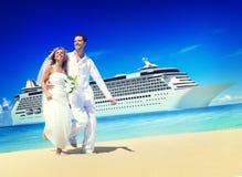 Концепция лета пляжа медового месяца пар замужества Стоковые Фото