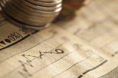 Концепция дела монетки и диаграммы Стоковые Изображения RF