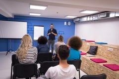 Концепция делового совещания корпоративного бизнеса семинара диктора Стоковое фото RF