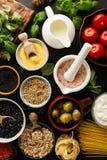 Концепция еды предпосылки еды с различным вкусным свежим ингридиентом Стоковая Фотография RF