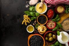 Концепция еды предпосылки еды с различным вкусным свежим ингридиентом Стоковые Фотографии RF
