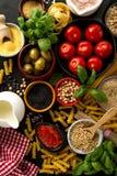 Концепция еды предпосылки еды с различным вкусным свежим ингридиентом Стоковые Фото