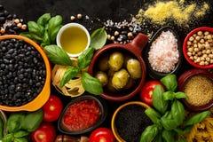 Концепция еды предпосылки еды с различным вкусным свежим ингридиентом Стоковое фото RF