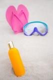 Концепция заботы кожи - близкая вверх бутылки лосьона suntan, ныряя mas Стоковые Фотографии RF