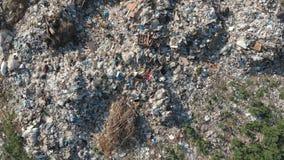 Концепция загрязнения Куча отброса в сбросе или месте захоронения отходов погани ( r В близости сток-видео