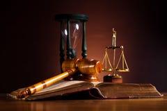 Концепция закона и правосудия, правовой кодекс и масштабы стоковая фотография