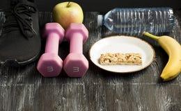 концепция здорового образа жизни Образы жизни фитнеса, оборудования спорта, здоровых и активных стоковые фото