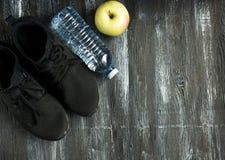 концепция здорового образа жизни Образы жизни фитнеса, оборудования спорта, здоровых и активных стоковая фотография rf