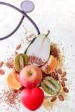 Концепция здоровой еды, слушая организм стоковое фото