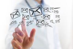 Концепция значка электронной почты доктора касающего на интерфейсе технологии Стоковое Изображение RF