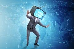 Концепция зомби средств массовой информации с человеком и телевизор вместо головы Стоковая Фотография