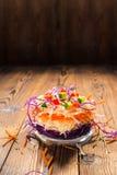 Концепция здоровой еды как сандвич с белой, красной капустой, Стоковая Фотография RF
