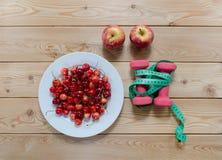 Концепция диеты на деревянном столе Стоковое фото RF