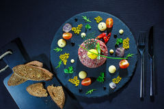 Концепция изысканной еды Различные закуски и плодоовощи, veggies ставят f на обсуждение Стоковые Изображения RF
