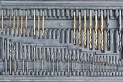 Концепция инструмента работы Установите буровых наконечников для сверлить внутри черный ящик над сразу стоковые фотографии rf