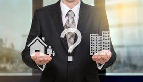 Концепция личного выбора: работа или семья Стоковое Изображение