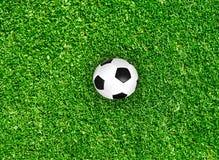 Концепция идеи предпосылки спорта футбола футбола поля зеленой травы Стоковые Фотографии RF