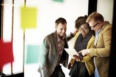 Концепция идей обсуждения пролома корпоративной команды вскользь Стоковые Фото