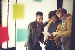 Концепция идей обсуждения пролома корпоративной команды вскользь Стоковые Изображения RF