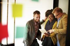 Концепция идей обсуждения пролома корпоративной команды вскользь Стоковое Фото