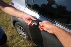 Концепция дилерских полномочий с ключом автомобиля Стоковая Фотография RF