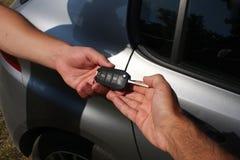 Концепция дилерских полномочий с ключом автомобиля Стоковое Изображение RF