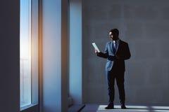 Концепция квартиры планшета агента по продаже недвижимости Стоковые Изображения RF