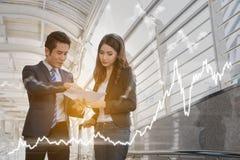 Концепция коммерческой статистики: сыгранность бизнесмена успеха с Стоковое Изображение RF